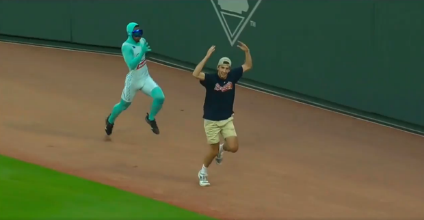 """This Random Fan Racing Against """"The Freeze"""" is the Best Baseball Highlight of the Season"""