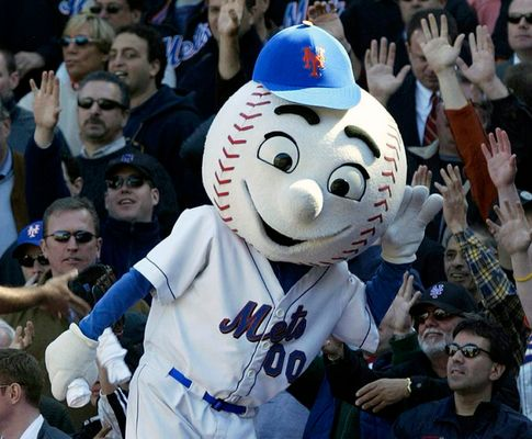 Mets Apologize After Mascot Gets Caught Making Obscene Gesture To Fans