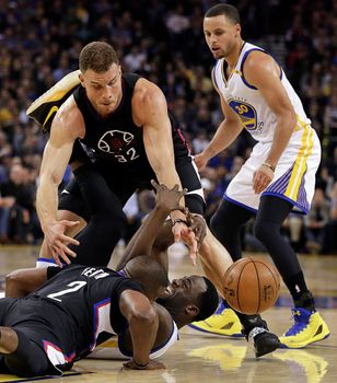 Draymond Green is Kicking People Again, Screaming at His Own Coach