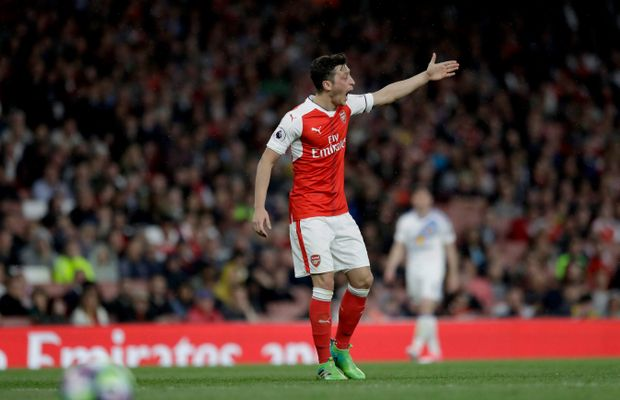Report: Mesut Ozil Telling Arsenal Teammates He Will Join Manchester United in January