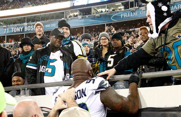 WATCH: Seahawks' DE Quinton Jefferson Tries To Get Into Stands To Fight a Fan