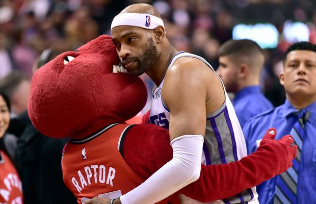 VIDEO: Vince Carter Gets Standing Ovation From Toronto Fans For (Probably) The Last Time