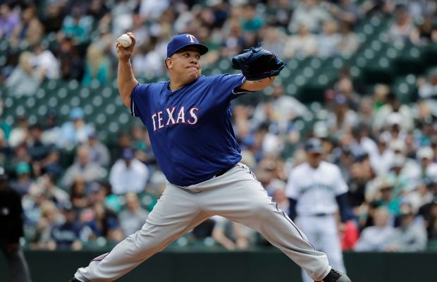 WATCH: Bartolo Colon Casually Stops 101.5 MPH Line Drive With His Ample Gut
